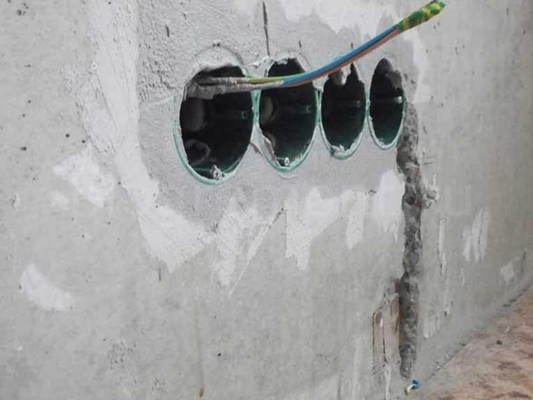 как установить подрозетник в бетонную